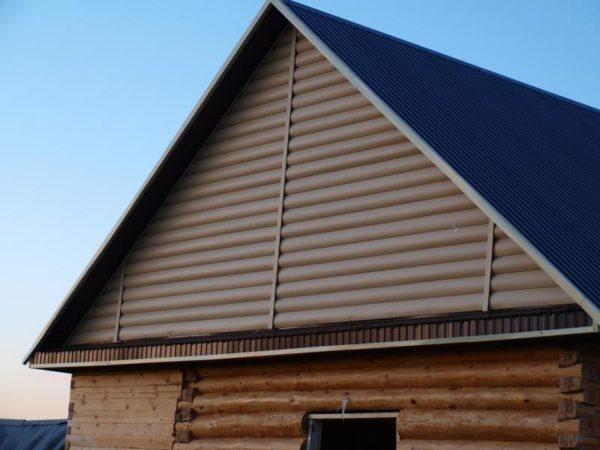 Фронтон деревянного дома