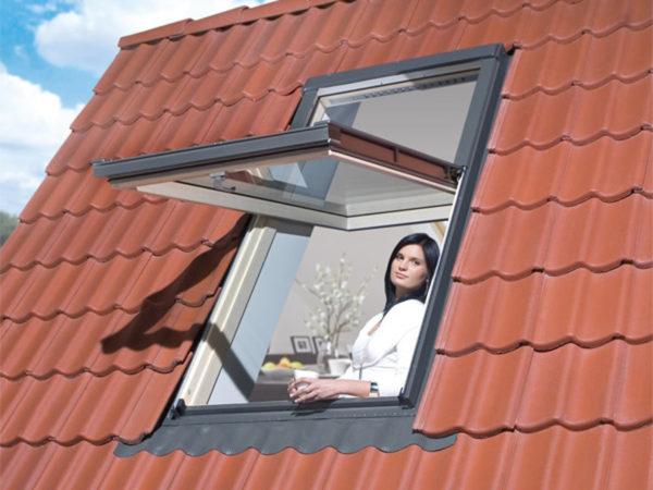 Мансардное окно на крыше
