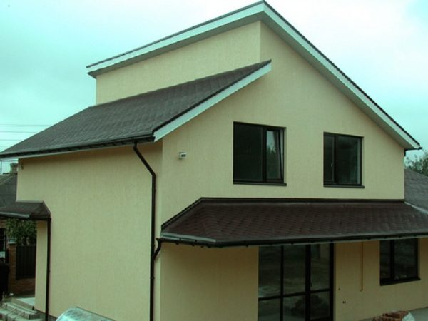 Односкатная крыша в жилом доме