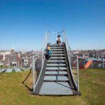 Детская мини-площадка на плоской крыше