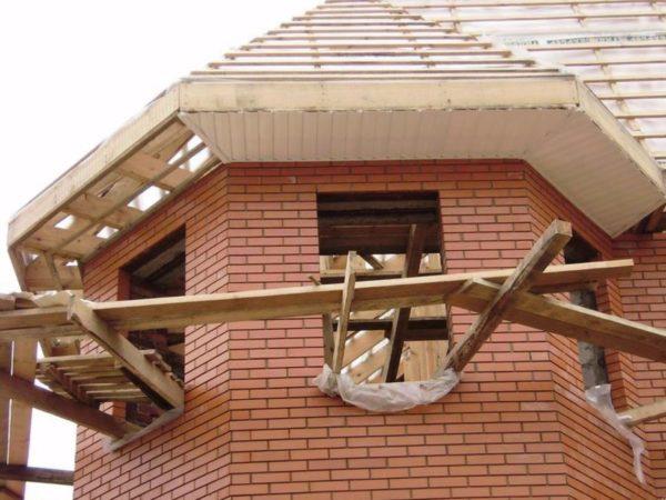 Стропильная система крыши с эркером