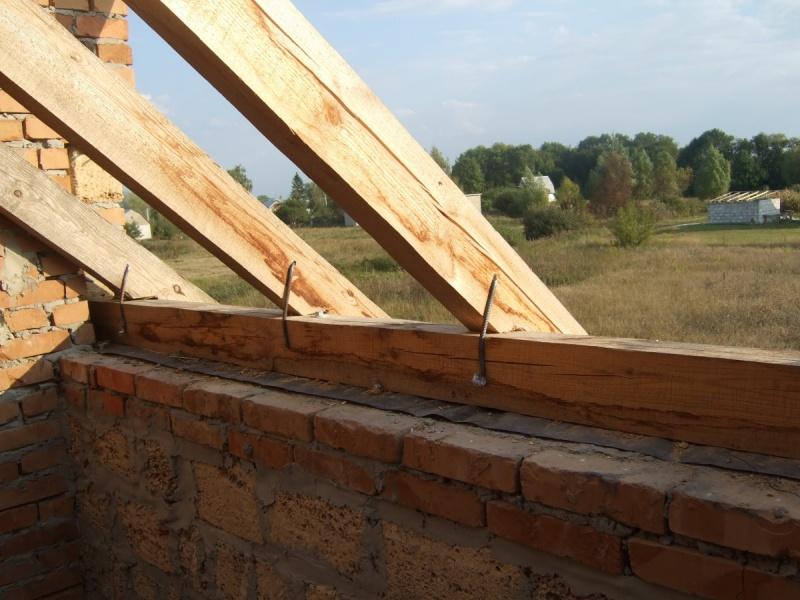 Размещение стропил, слегов, мауэрлата на крыше строительный .