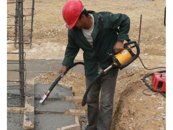 Уплотнение бетона вибратором