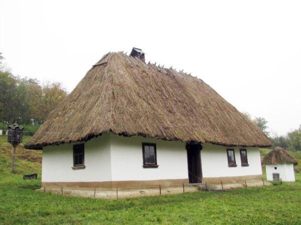 Старинная вальмовая крыша