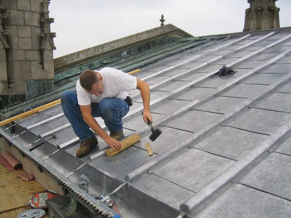 Крыша из оцинкованного железа