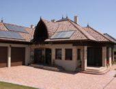 Дом под натуральной цементно-песчаной черепицей Braas, модель Адрия коричневого цвета.