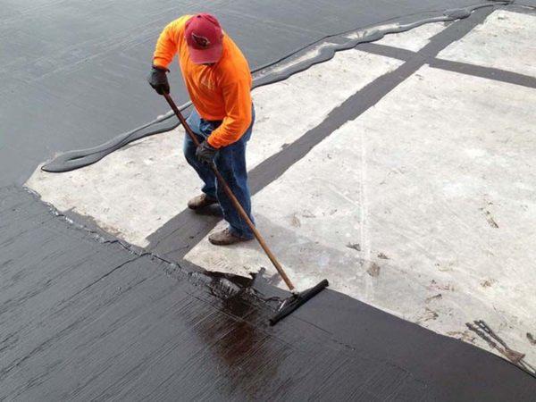 Нанесение жидкой резины на крышу вручную