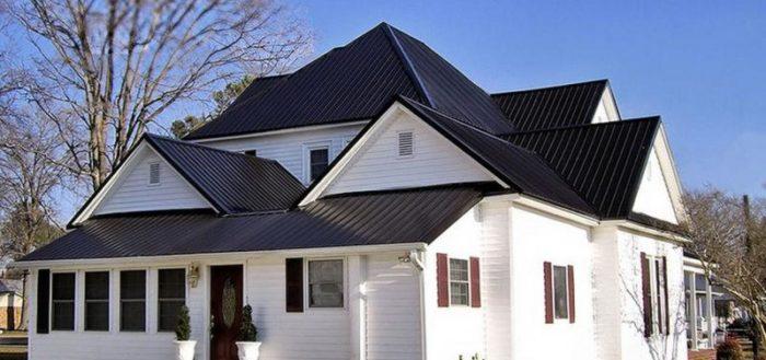 Среди разнообразия кровельных покрытий нелегко подобрать оптимальный вариант, чтобы крыша надёжно защитила и утеплила дом, прослужила немалый срок и подчеркнула красоту постройки.