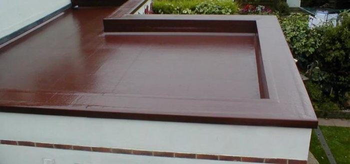 Плоская крыша удобна в эксплуатации и хорошо смотрится