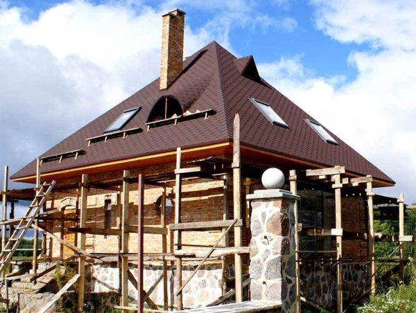 Классический вариант шатровой крыши