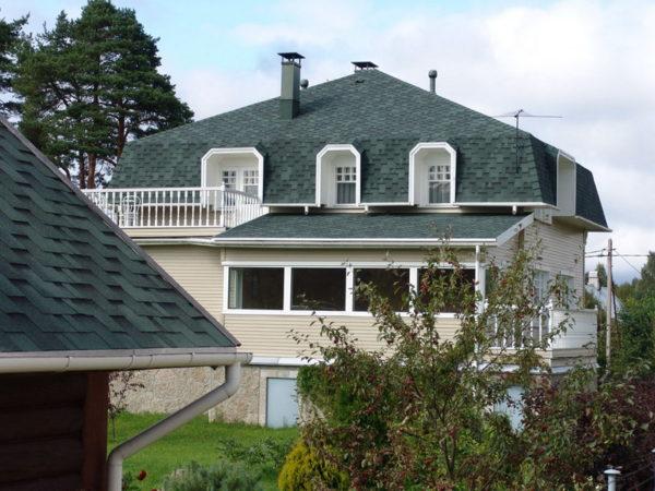 Четырёхскатная ломаная крыша