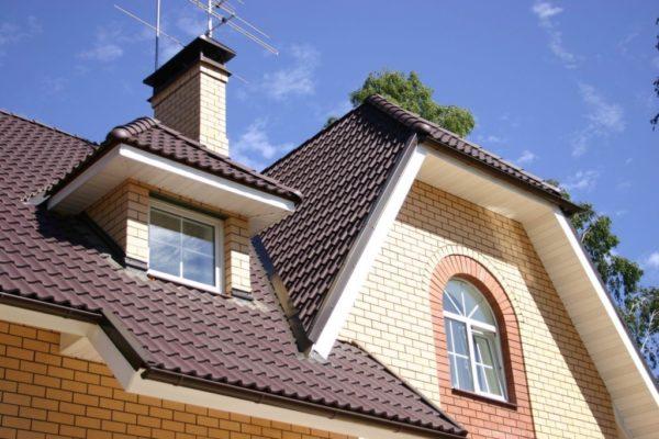 Вальмовая крыша с эркером