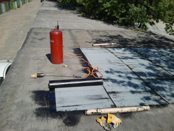 Ремонт крыши гаража при помощи рубероида